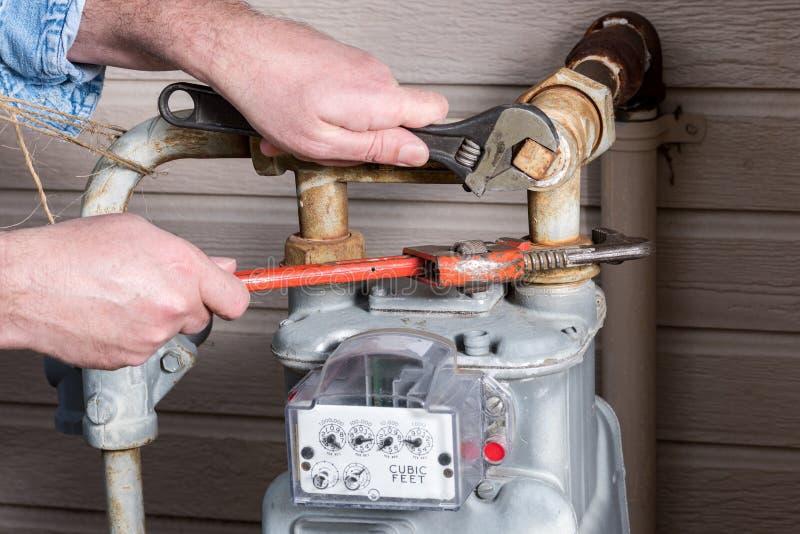 Chiavi utilizzate per lavorare ad un meeter all'aperto del gas fotografie stock