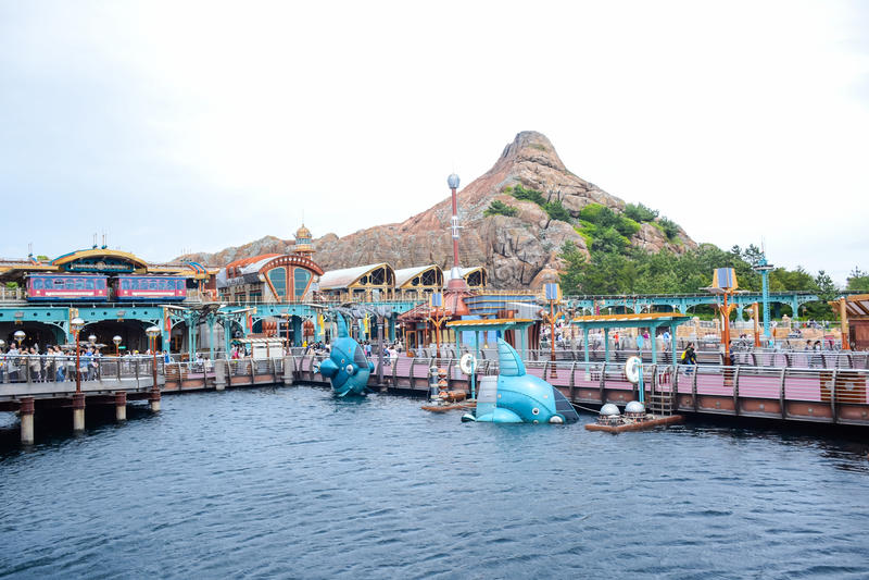 CHIBA, ЯПОНИЯ - МАЙ 2016: Перенесите зону открытия в токио Disneysea расположенном в Urayasu, Chiba, Японии стоковые изображения rf