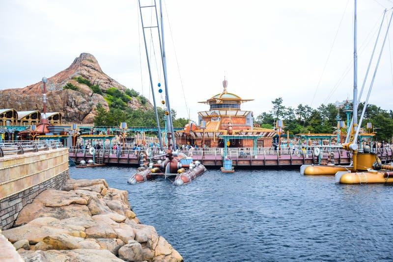 CHIBA, ЯПОНИЯ - МАЙ 2016: Перенесите зону открытия в токио Disneysea расположенном в Urayasu, Chiba, Японии стоковая фотография