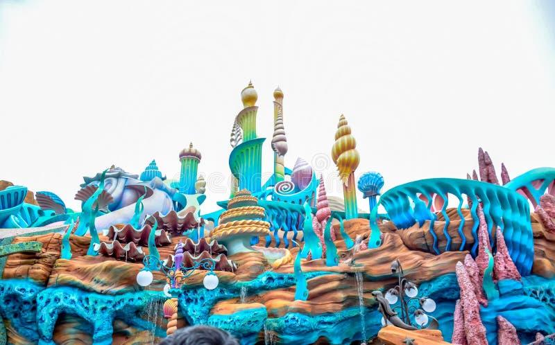 CHIBA, JAPÃO - EM MAIO DE 2016: Atraction da lagoa da sereia no Tóquio Disneysea situado em Urayasu, Chiba, Japão fotos de stock royalty free
