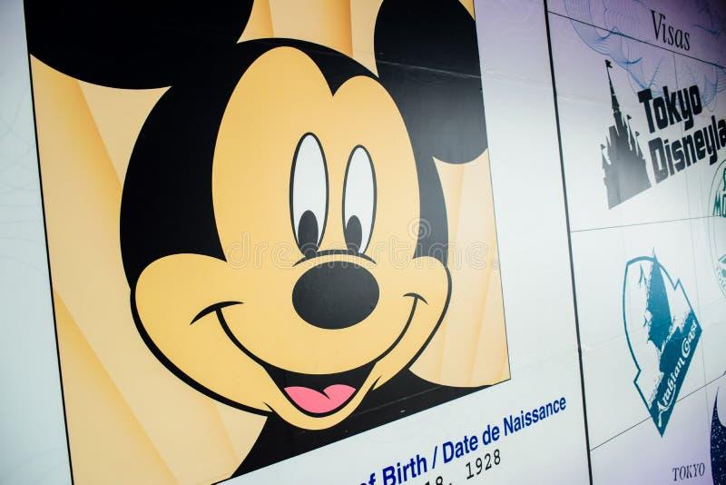 CHIBA, JAPÃO: Passaporte e visto do ` s de Mickey Mouse ao Tóquio Disneylândia e ao Tóquio Disneysea fotos de stock royalty free