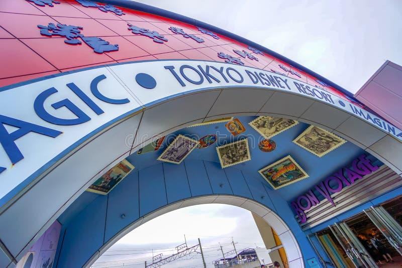 CHIBA, JAPAN: De passagemanier leidt tot Tokyo Disneyland Resort in Urayasu, Chiba, Japan royalty-vrije stock afbeelding
