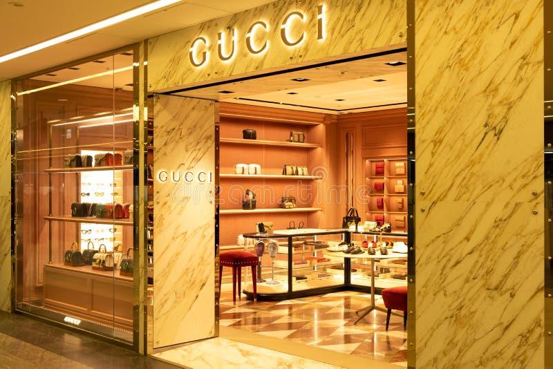 Chiba, Japan - Maart 24, 2019: Weergeven van de vooropslag van Gucci, een Italiaans luxemerk van manier en leergoederen, in Narit stock fotografie