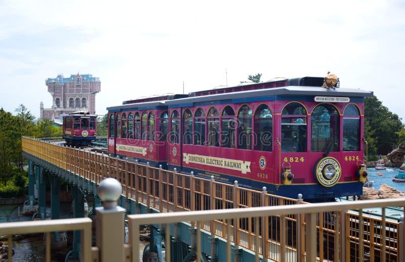 CHIBA, JAPAN - MAG, 2016: De ElektrodieSpoorweg van Disney in Tokyo Disneysea in Urayasu, Chiba, Japan wordt gevestigd stock foto