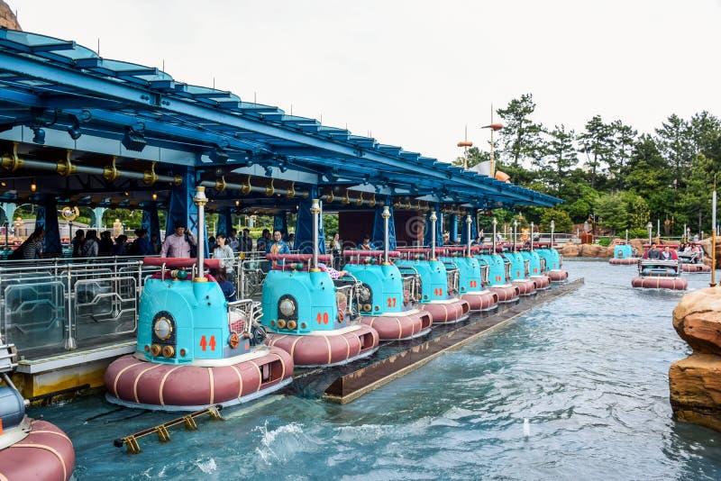 CHIBA JAPAN -, MAY 2016: Aquatopia dragning i portupptäcktområde i Tokyo Disneysea som lokaliseras i Urayasu, Chiba, Japan royaltyfri bild