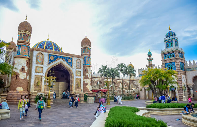 CHIBA JAPAN -, MAY 2016: Arabiskt kustdragningsområde i Tokyo Disneysea som lokaliseras i Urayasu, Chiba, Japan royaltyfria bilder