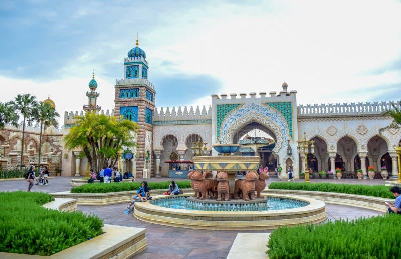 CHIBA JAPAN -, MAY 2016: Arabiskt kustdragningsområde i Tokyo Disneysea som lokaliseras i Urayasu, Chiba, Japan royaltyfri foto