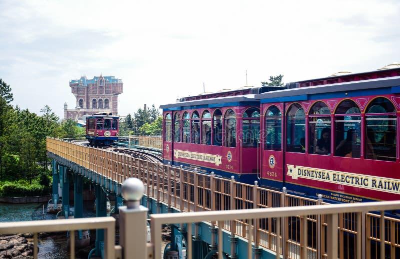 CHIBA JAPAN -, MAY 2016: Disney elektrisk järnväg i Tokyo Disneysea som lokaliseras i Urayasu, Chiba, Japan arkivbild