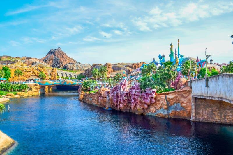 CHIBA, JAPAN: Mening van Geheimzinnig die Eiland van Meerminlagune in Tokyo Disneysea in Urayasu, Chiba, Japan wordt gevestigd stock afbeelding