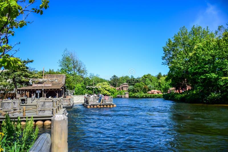 CHIBA JAPAN: Tom Sawyer Island Rafts i Westernland, Tokyo Disneyland royaltyfria bilder