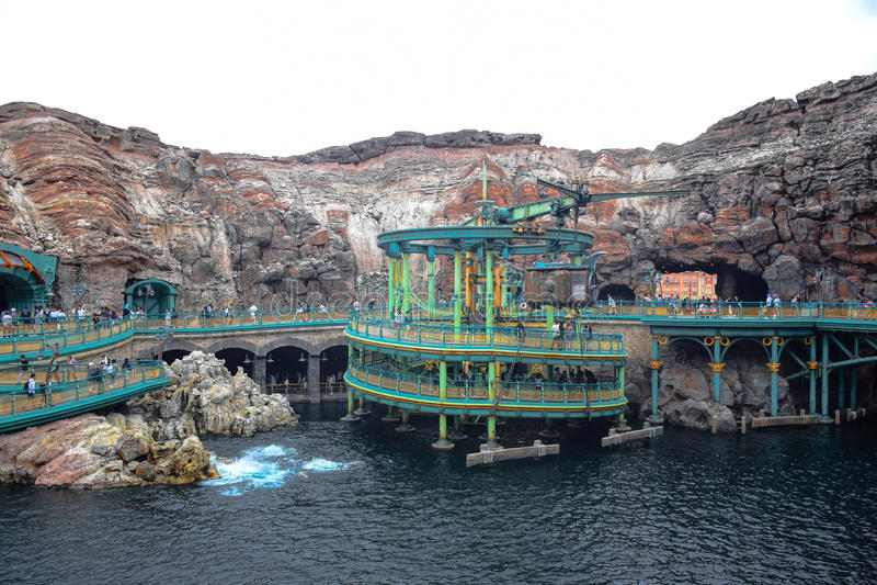 CHIBA, JAPON - MAI 2016 : Attraction mystérieuse d'île à Tokyo Disneysea situé à Urayasu, Chiba, Japon photos stock