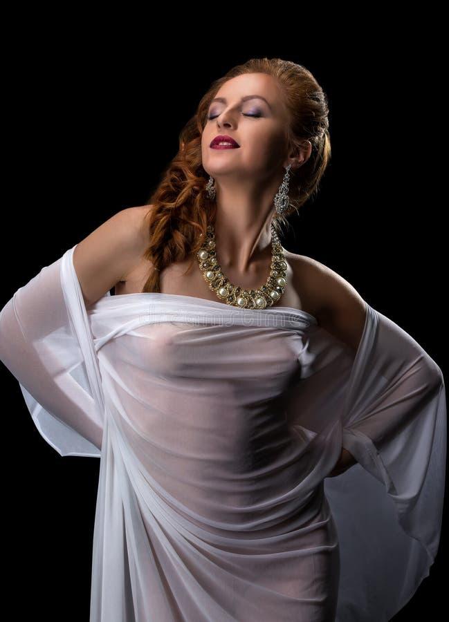 Download Chic Et Séduction Jolie Pose Modèle En Bijoux Image stock - Image du bead, érotique: 76090679