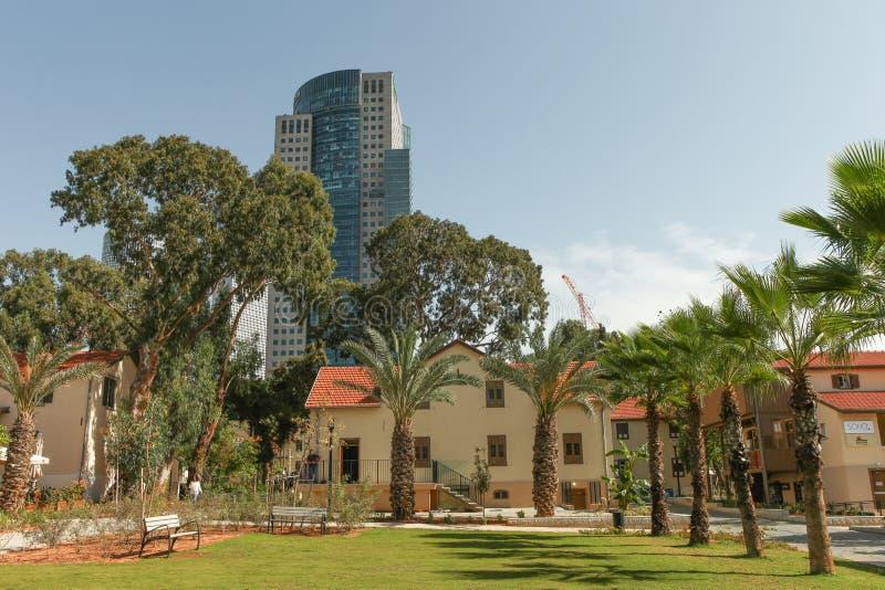 Chic och moderiktig sammansättning av Sarona i Tel Aviv royaltyfria bilder