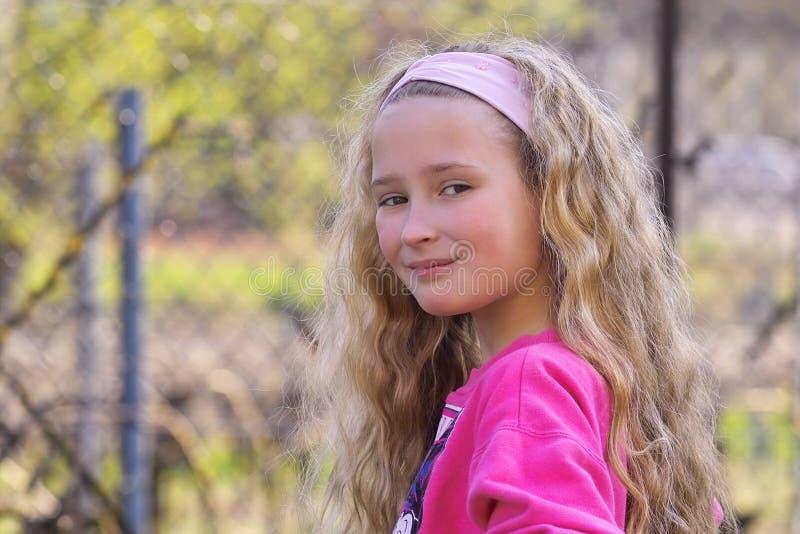 Chica joven bonita imagen de archivo