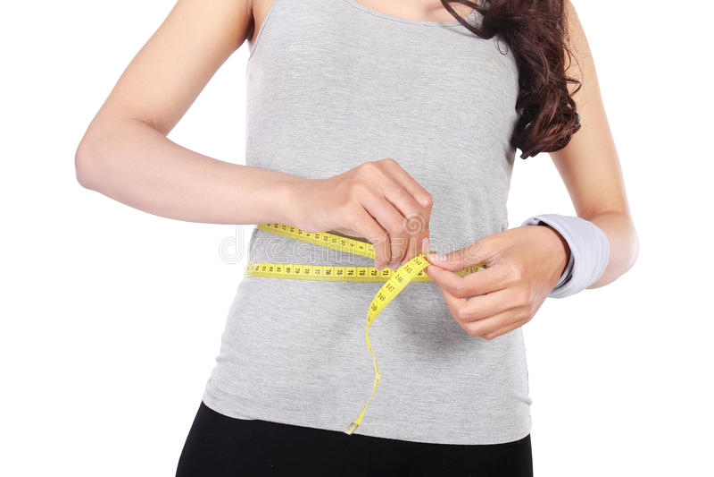 Chica joven con centímetro en concepto de dieta imagenes de archivo