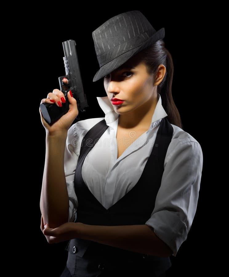 Chica joven con el arma imagen de archivo