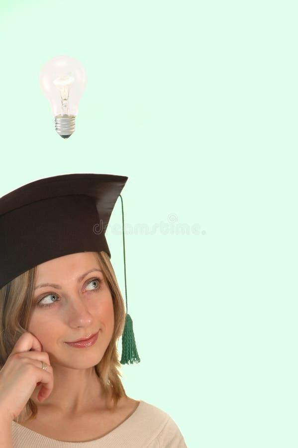 Chica joven con el casquillo del soltero fotografía de archivo
