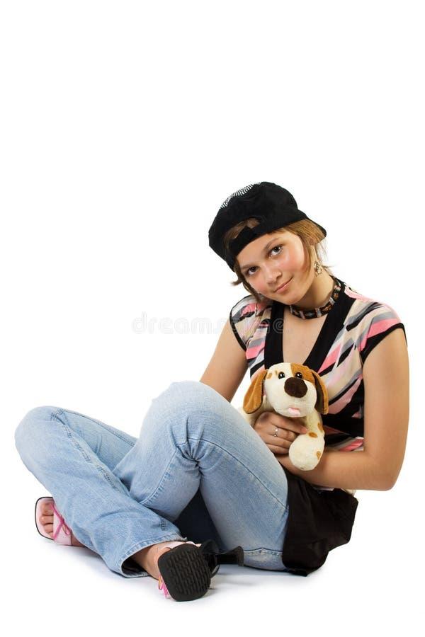 Chica joven con el perro de juguete imagen de archivo