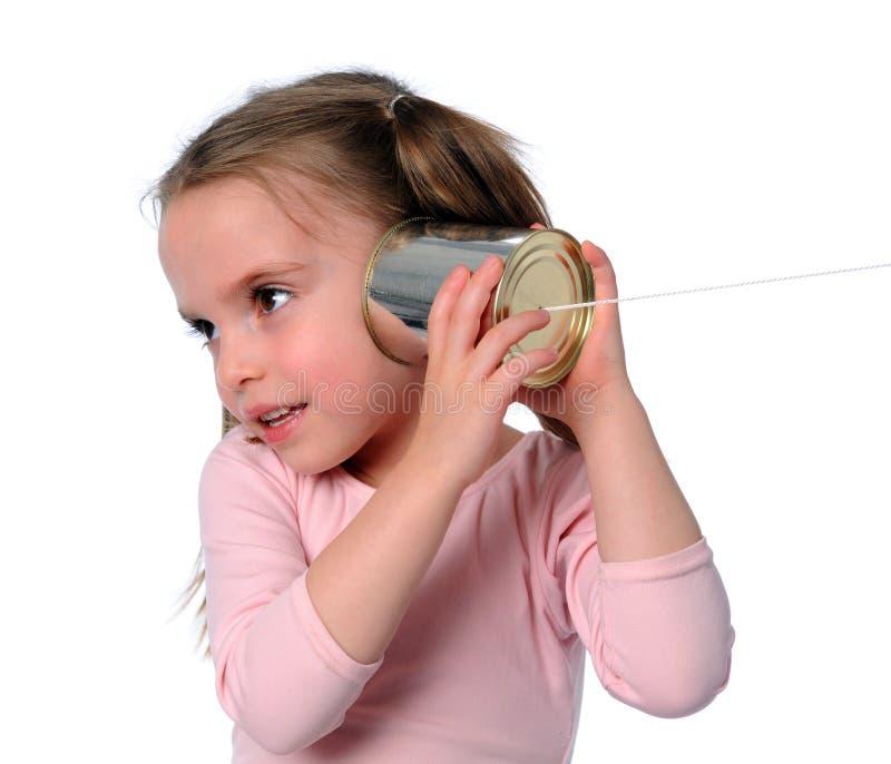 Chica joven con el teléfono de la poder de estaño imagen de archivo libre de regalías