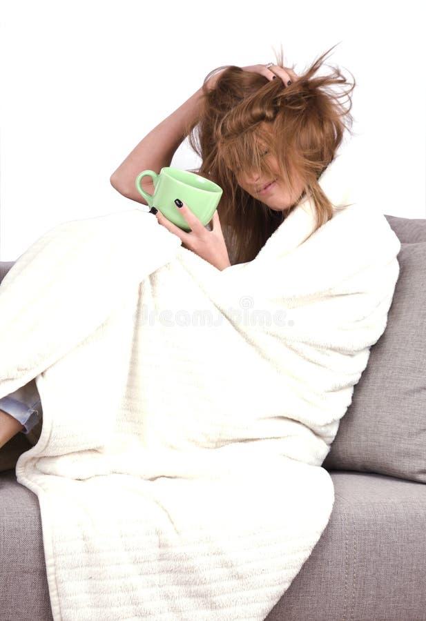 Download Chica Joven Con Gripe Que Bebe Un Té Caliente Imagen de archivo - Imagen de gripe, invierno: 41909051