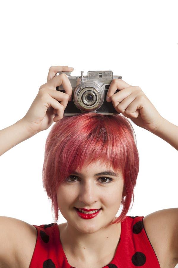 Chica joven con la cámara del vintage fotografía de archivo