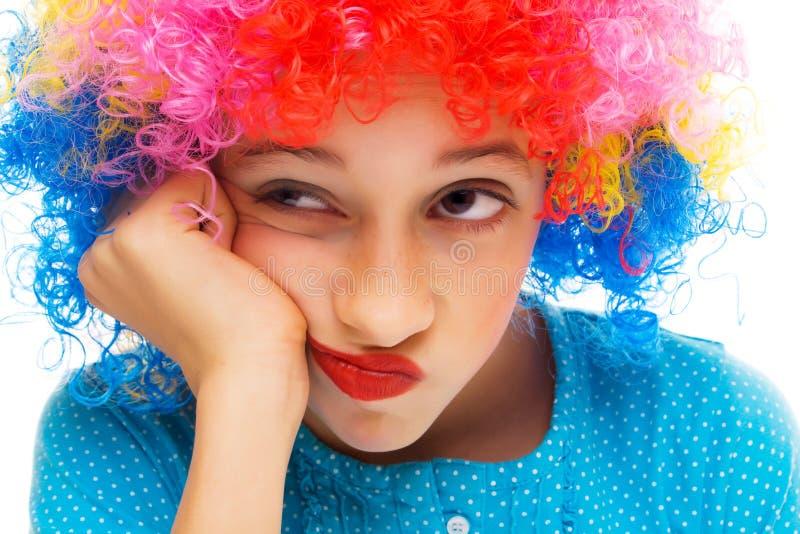 Chica joven con la peluca del partido fotos de archivo
