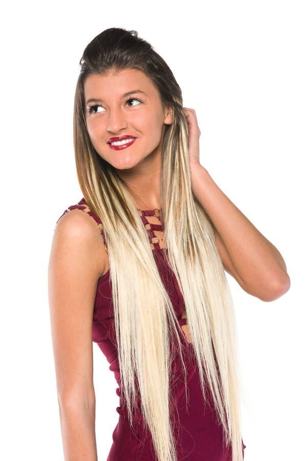 Chica joven con la presentación larga del pelo imagen de archivo