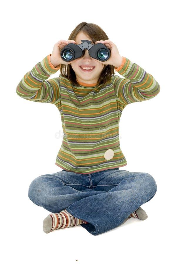 Chica joven con los prismáticos imagenes de archivo