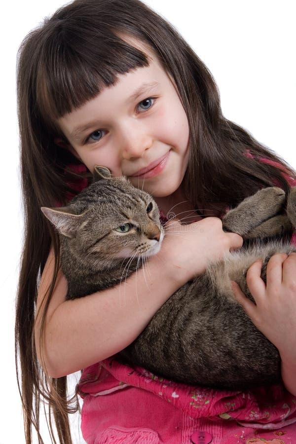Chica joven con su gato fotos de archivo