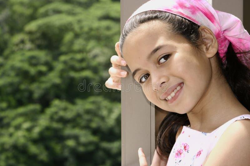 Chica joven de la familia de la mezcla fotografía de archivo