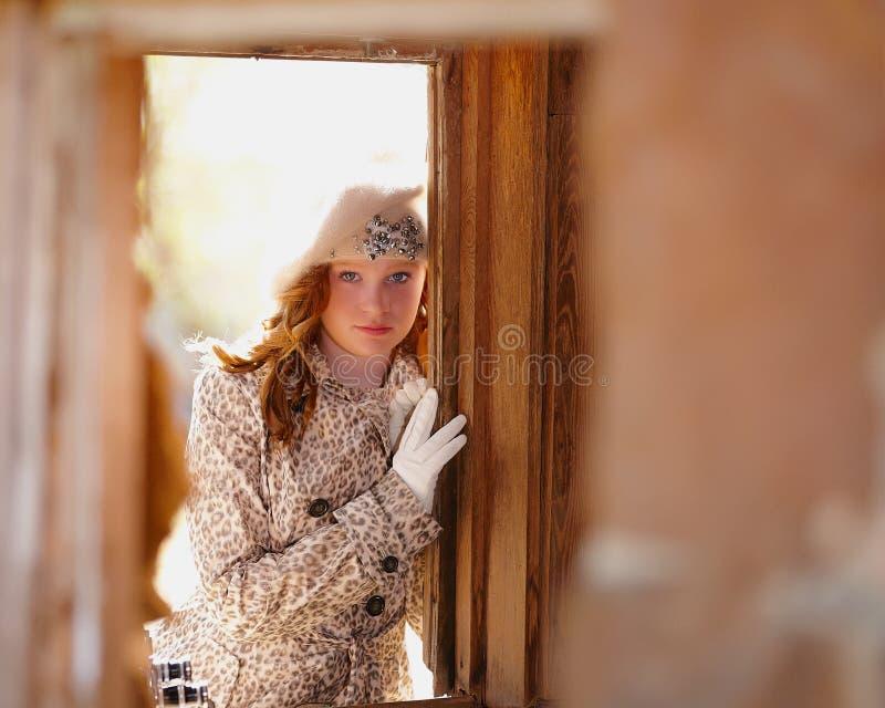Chica joven de moda imagen de archivo libre de regalías