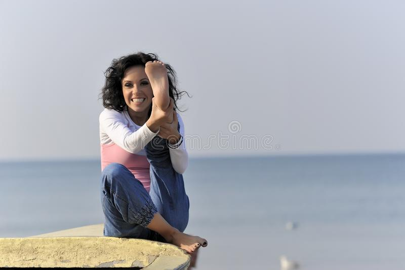 Chica joven en el tiempo de verano imágenes de archivo libres de regalías
