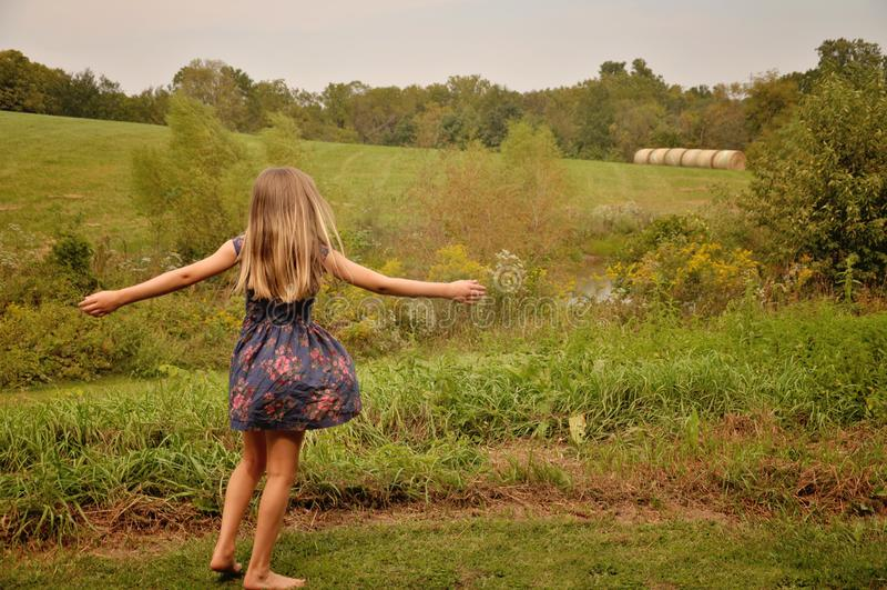 Chica joven en una granja fotografía de archivo