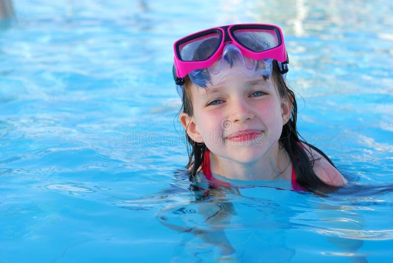 Chica joven feliz en agua fotos de archivo libres de regalías