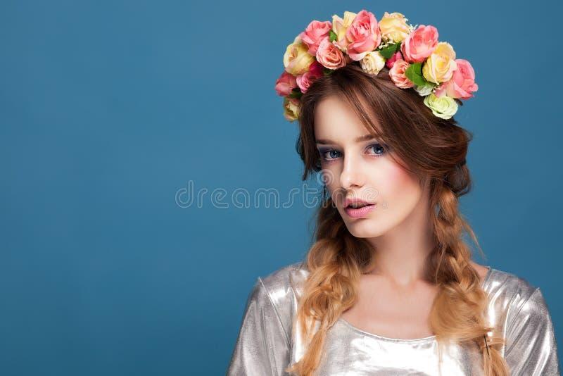 Chica joven hermosa imagen de archivo