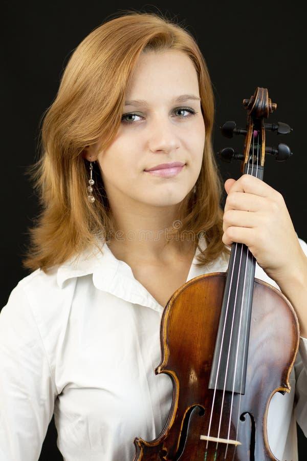 Chica joven hermosa con el violín fotografía de archivo libre de regalías