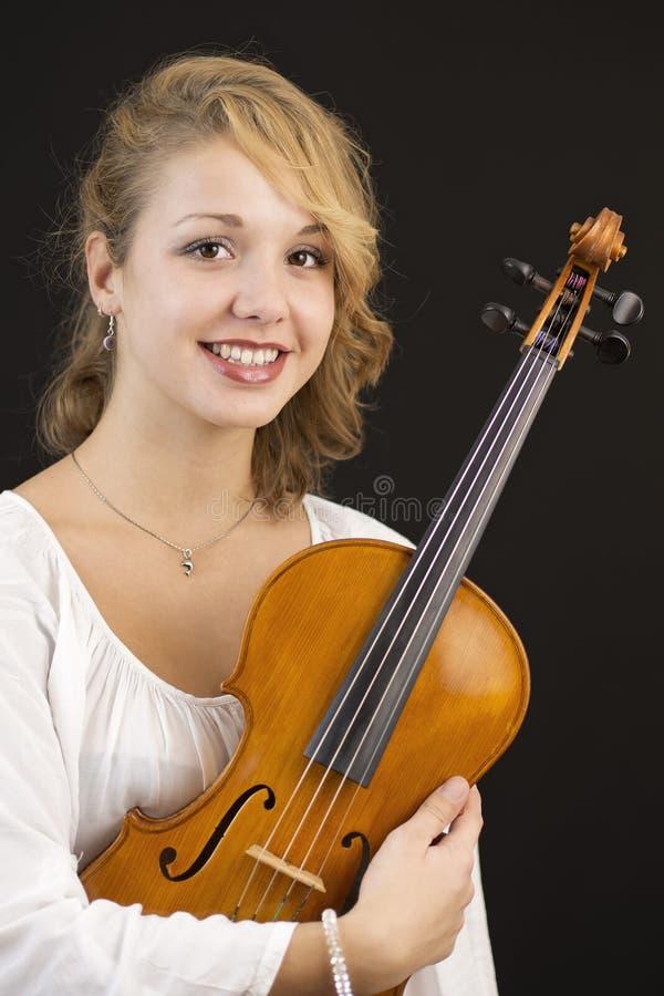 Chica joven hermosa con la viola fotos de archivo