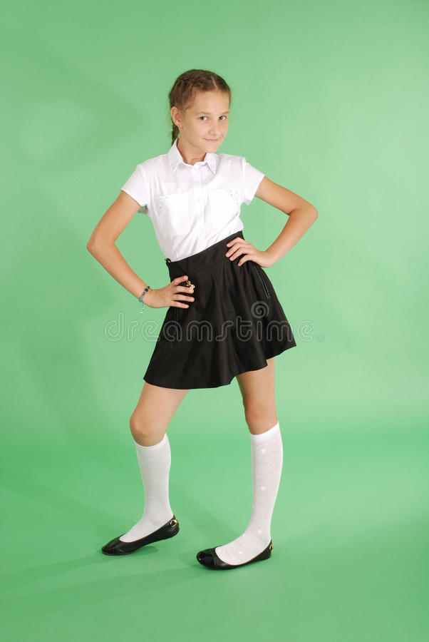 Chica joven hermosa en uniforme escolar fotografía de archivo