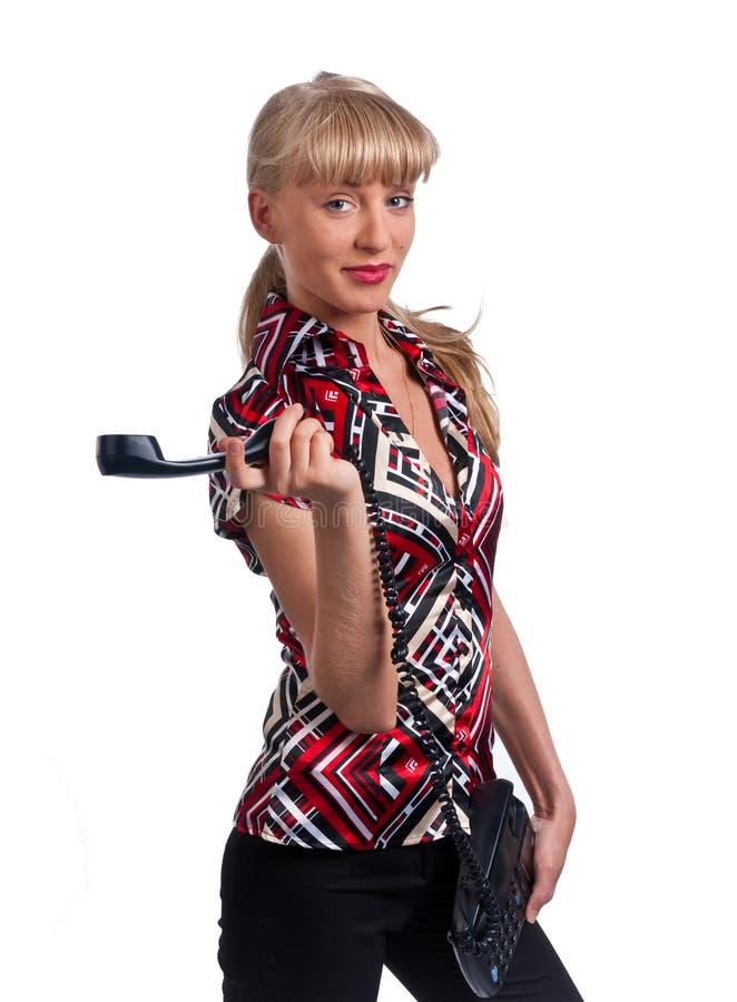 Chica joven linda con el teléfono de la oficina. imagen de archivo