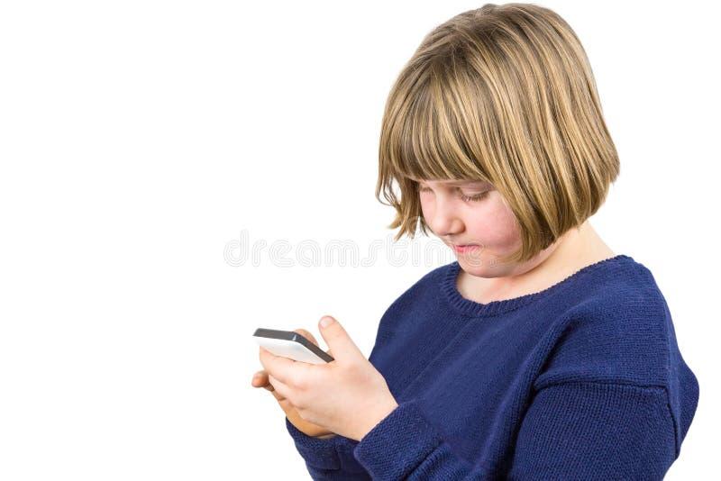 Chica joven que actúa el teléfono móvil foto de archivo libre de regalías