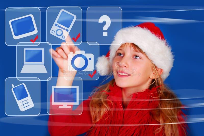 Chica joven que elige el regalo perfecto para la Navidad imagen de archivo