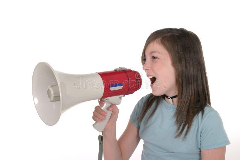 Chica joven que grita a través del megáfono 1 imagen de archivo