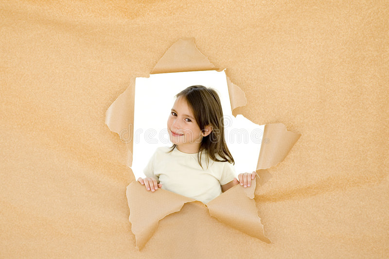Chica joven que se rompe a través foto de archivo libre de regalías