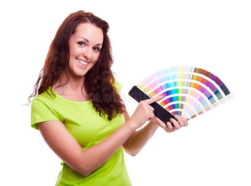 Chica joven que sostiene muestra del color fotografía de archivo libre de regalías