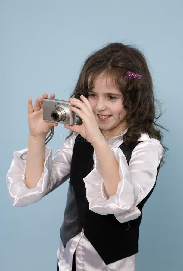 Chica joven que toma las fotos imagenes de archivo