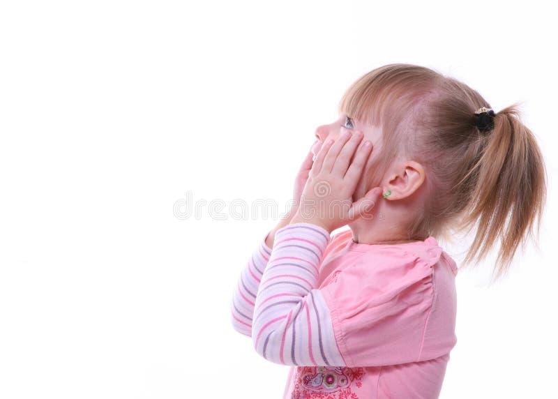 Chica joven sorprendida aislada que mira para arriba fotografía de archivo libre de regalías