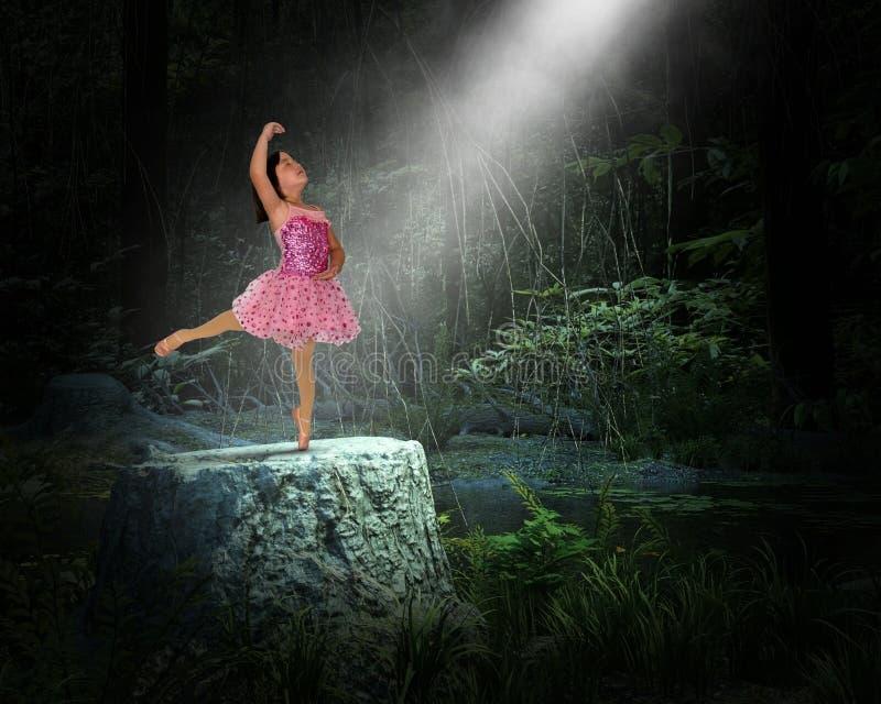 Chica joven surrealista, naturaleza, renacimiento espiritual, danza imagenes de archivo