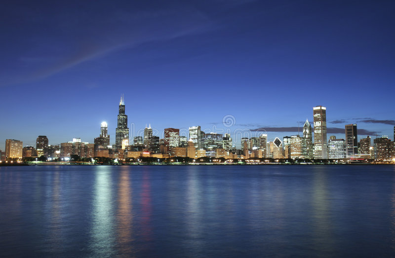 Chicago alla notte immagini stock libere da diritti