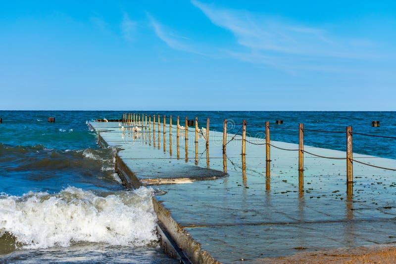 Chicago-Anlegestelle, die in Michigansee verlängert lizenzfreies stockbild