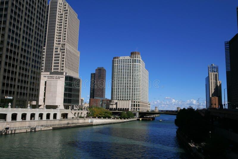 Chicago - arranha-céus e rio fotografia de stock